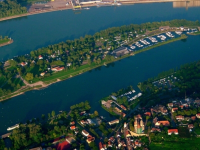 Sicht auf Rhein und Rheinseitenkanal